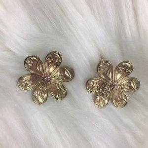 6-petal, gold tone earrings. Good condition.